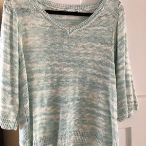 Gap lightweight 3/4 sleeve v-neck sweater